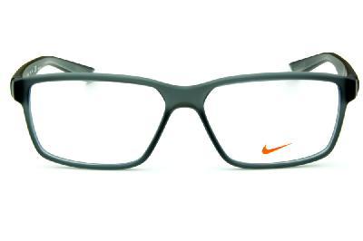 f8d6f6470afcc ... Óculos Nike 7092 Live Free Cinza fosco com degradê nas hastes e logo de  metal ...
