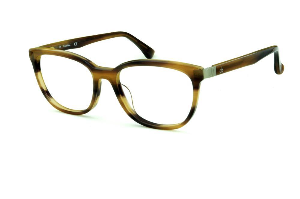 f34e03b0e8ec9 Óculos Calvin Klein CK5879 Marrom caramelo mesclado com haste flexível de  mola