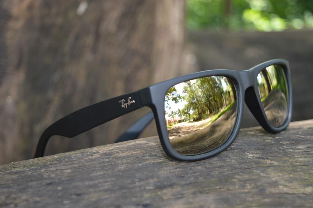 4629b42ac Óculos Ray-Ban Justin RB4165 Preto lente semi espelhada dourada