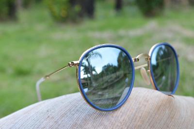 a02c31c1a3051 Óculos Ray-Ban Round RB3517 metal dourado friso azul redondo com lente  espelhada prata suave ...
