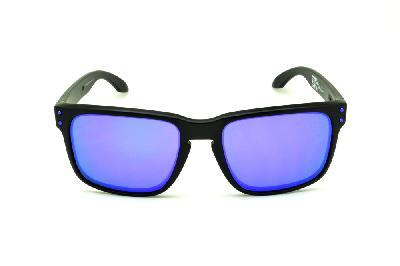 01232e77585fa ... Óculos de sol Oakley OO9102 Holbrook Julian Wilson preto e lente roxa  ...