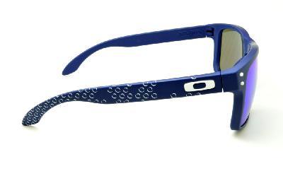 b7ac7cd0c8376 ... Óculos de sol Oakley OO9102 Holbrook azul com haste bolha e detalhe  branco. Não disponível